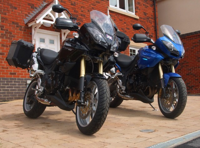Two Triumph Tiger 1050s just leaving for Munich